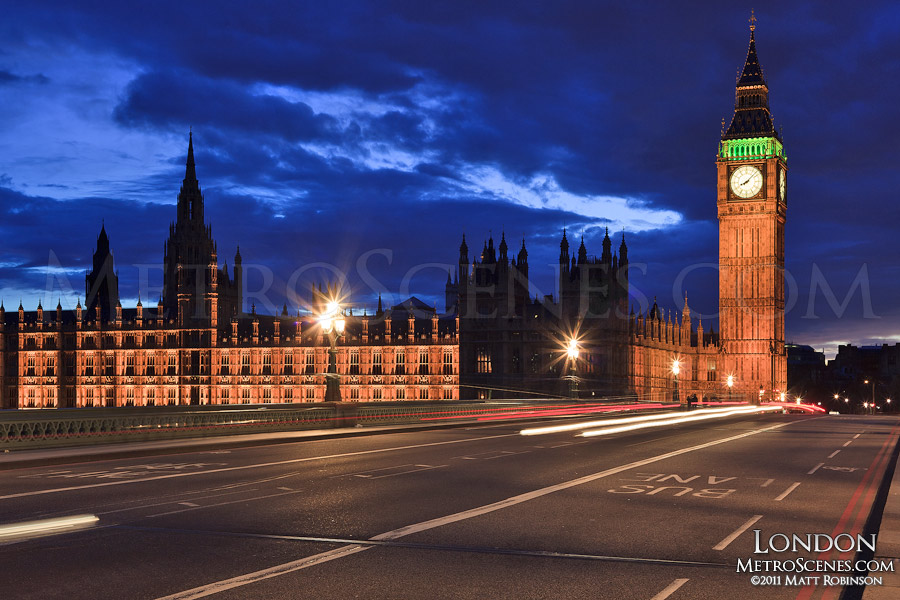 Houses of Parliament at night from Westminster Bridge