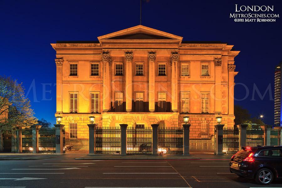 Aspley House in London at night