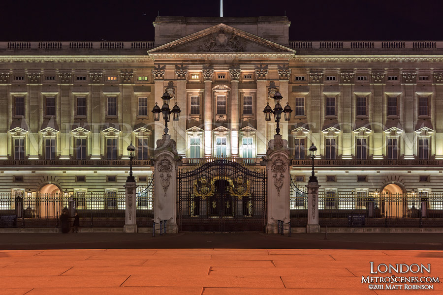 Buckingham Palace at night