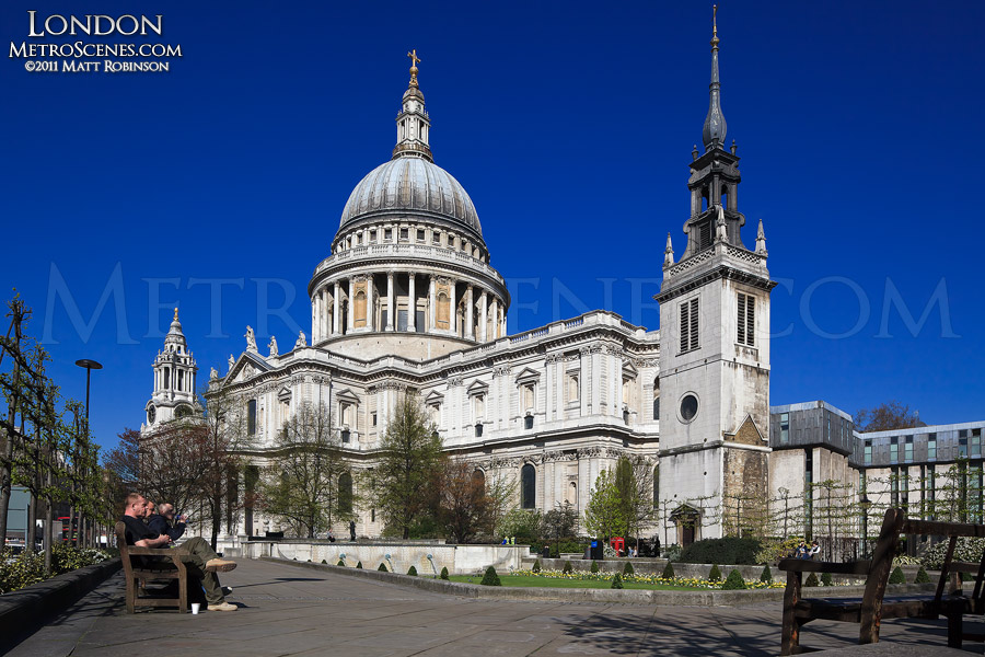 Saint Paul's Cathedral with blue sky