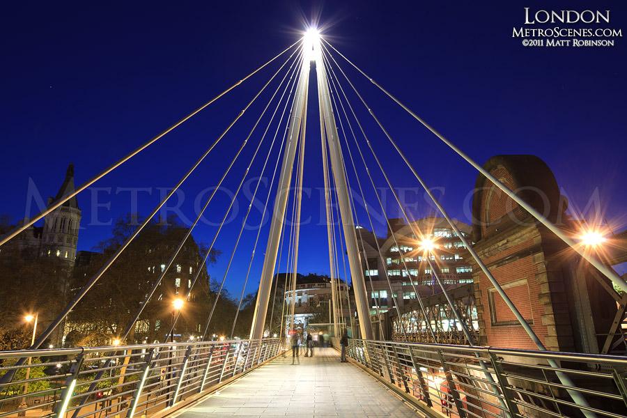 Golden Jubilee Bridge at night