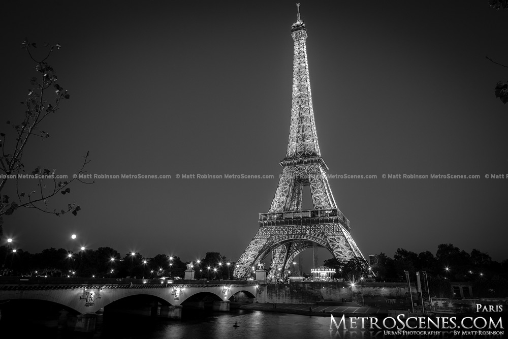Eiffel tower paris at night black and white