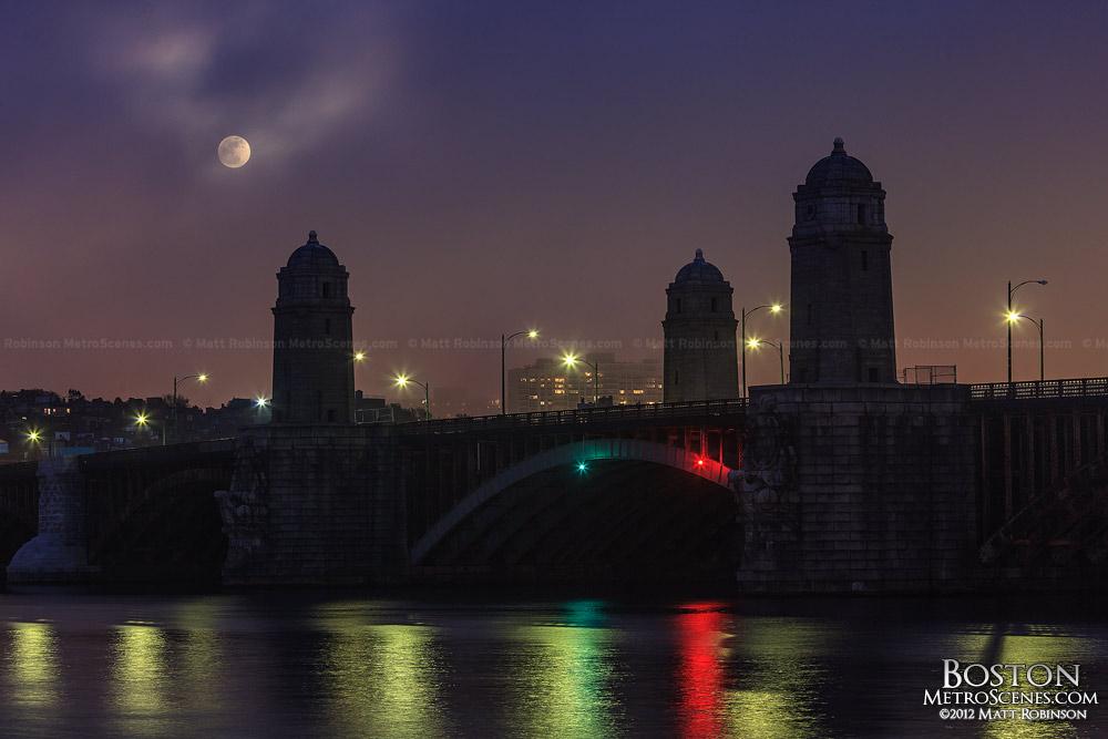 Supermoon rise over the Longfellow Bridge