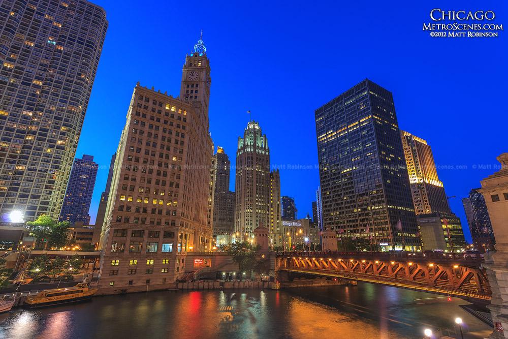 Chicago Tribune Building at night