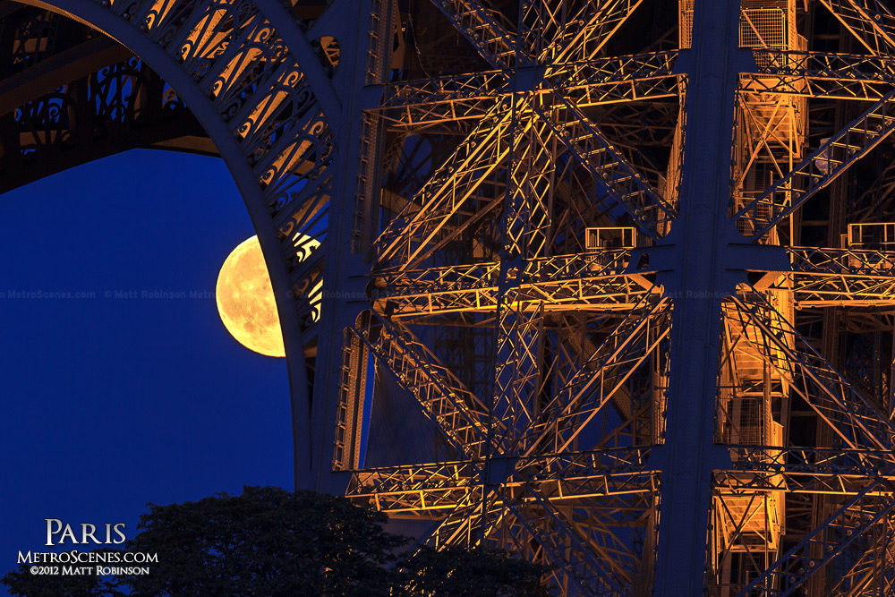 Moonrise behind the Eiffel Tower