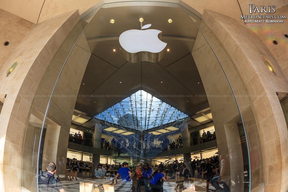 Apple Store at Musée du Louvre