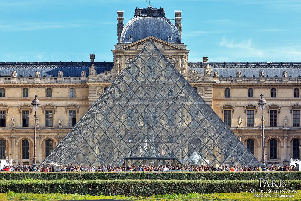 Mus?e du Louvre Pyramid
