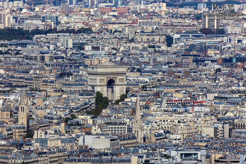 Arc de Triopmhe rises out of the 8th arrondissement