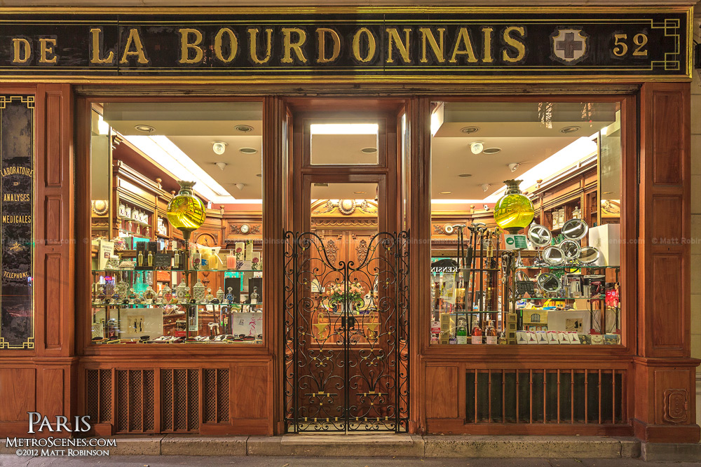 Pharmacie de la Bourdonnais at night