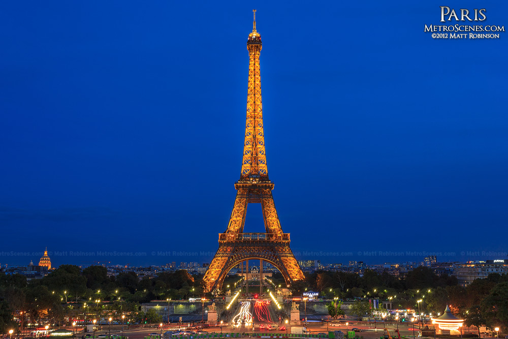 Eiffel Tower at night from Trocad?ro