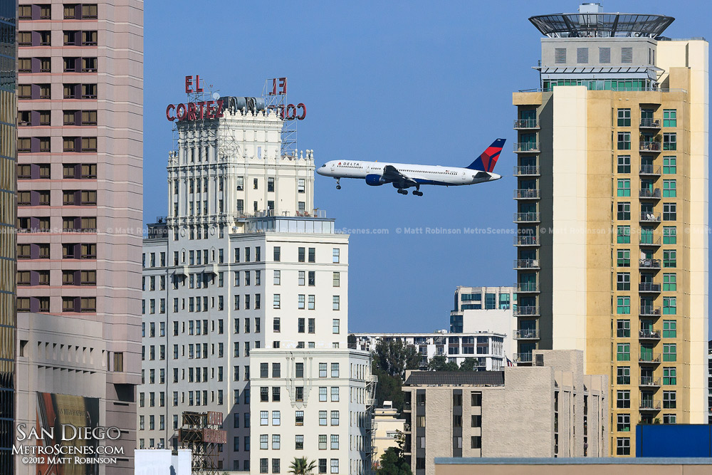 Delta Plane on approach appears between El Cortez - San Diego