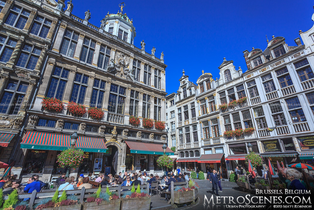 Sunny buildings in Grote Markt, Bruxelles