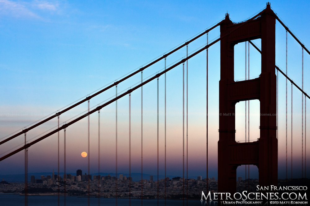Golden gate moonrise