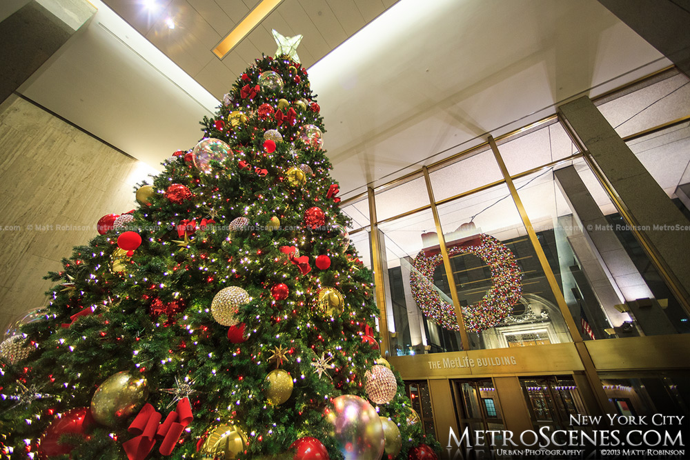 Met Life Building Holiday Decorations
