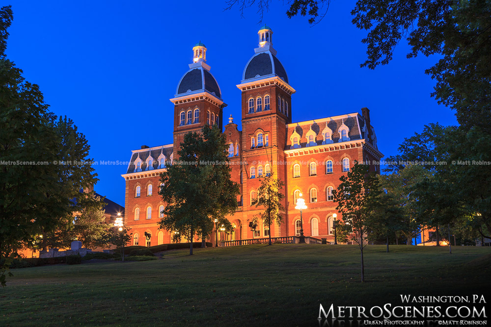 Old Main at Washington and Jefferson College at night