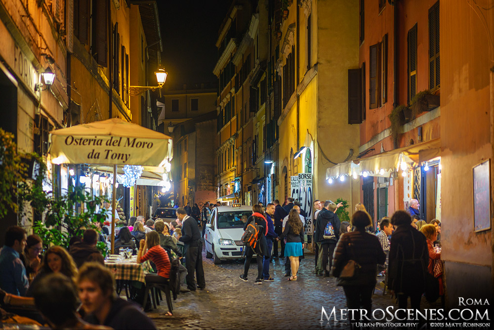 Vicolo De' Cinque in Trastevere at night