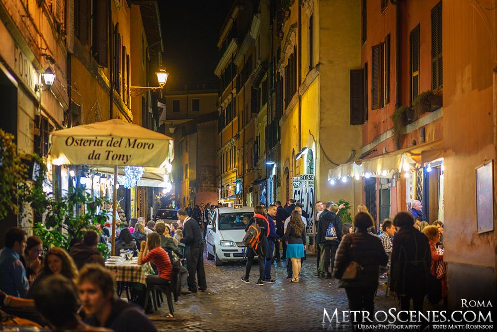 Vicolo De' Cinque in Trastevere at night