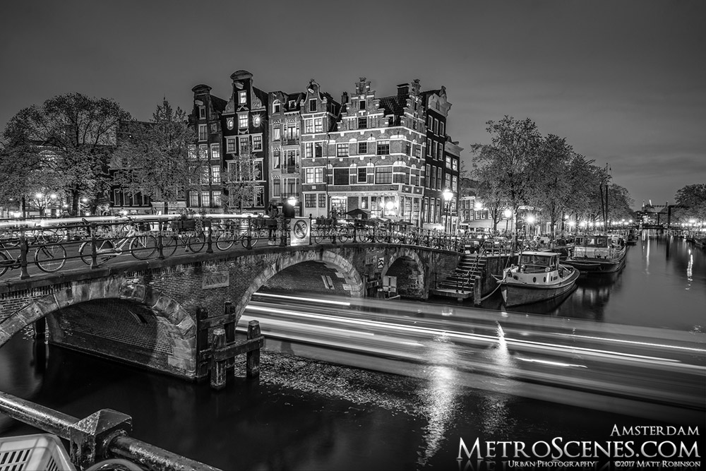 Black and White Amsterdam Canal at night Lekkeresluis