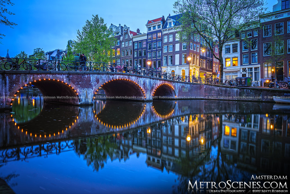 Singel Canel Bridge at night