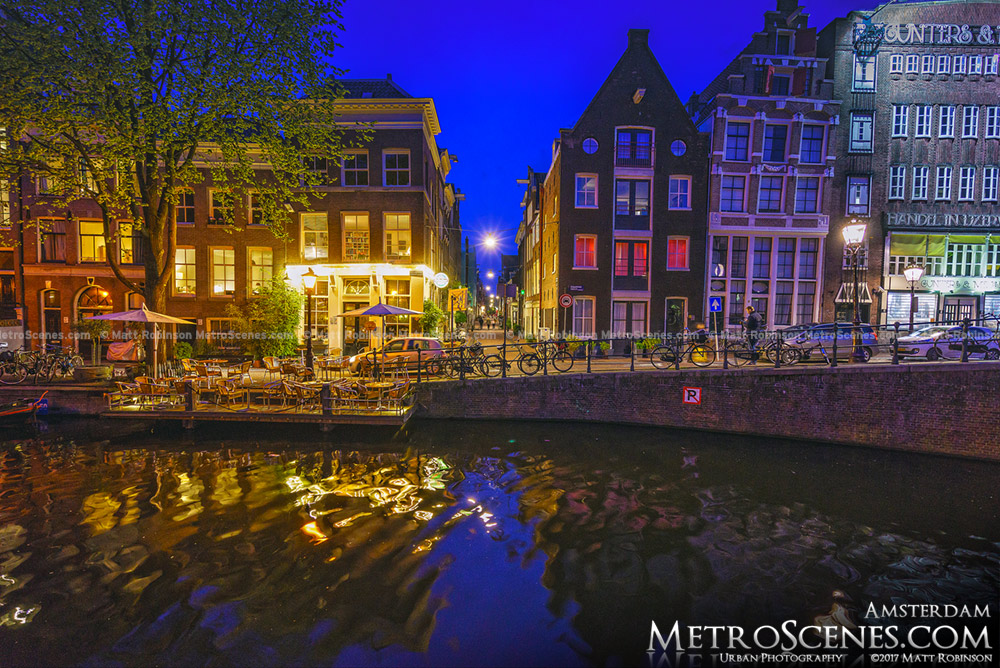 Egelantiersgracht at night