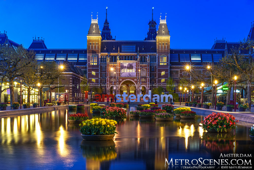 Rijksmuseum with Tulips from Museumplein at night
